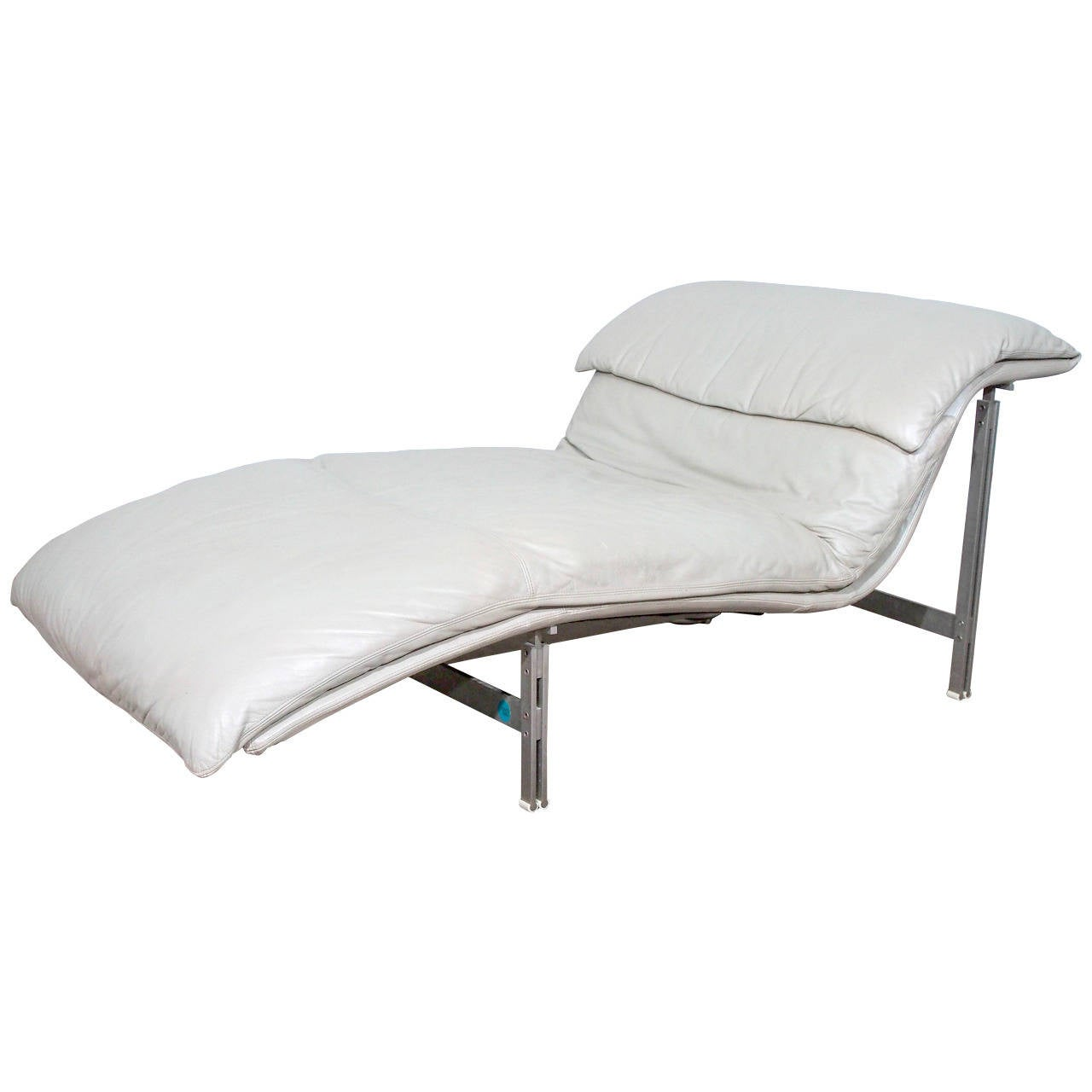 Leather wave chaise longue chair by giovanni offredi for saporiti signed at 1stdibs for Modern leather chaise longue