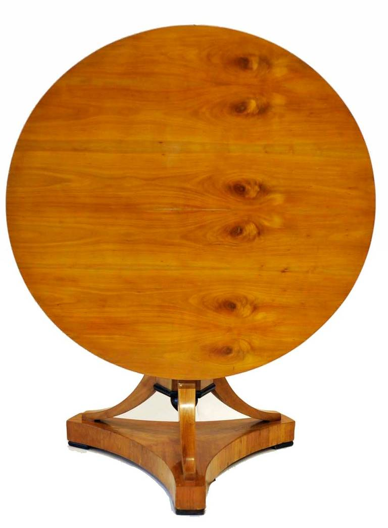 Early 19th century biedermier bois claire center table for Table bois clair