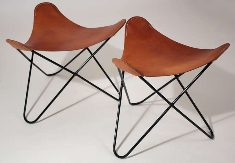 knoll butterfly chair ottoman or stool pair at 1stdibs. Black Bedroom Furniture Sets. Home Design Ideas