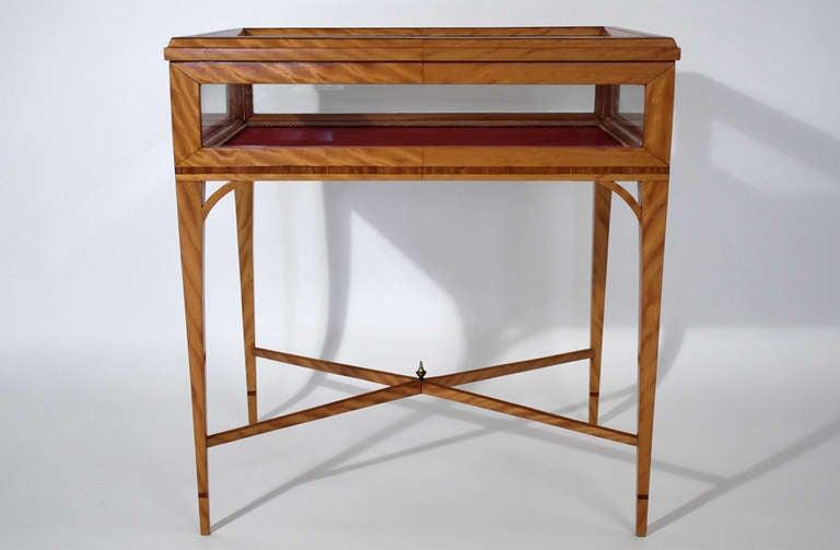 Handmade Vitrine Display Case Side Table at 1stdibs -> Table Centrale Vitrine