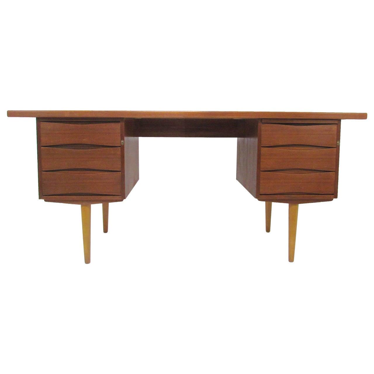 Danish Modern Teak Desk In Manner Of Arne Vodder At 1stdibs