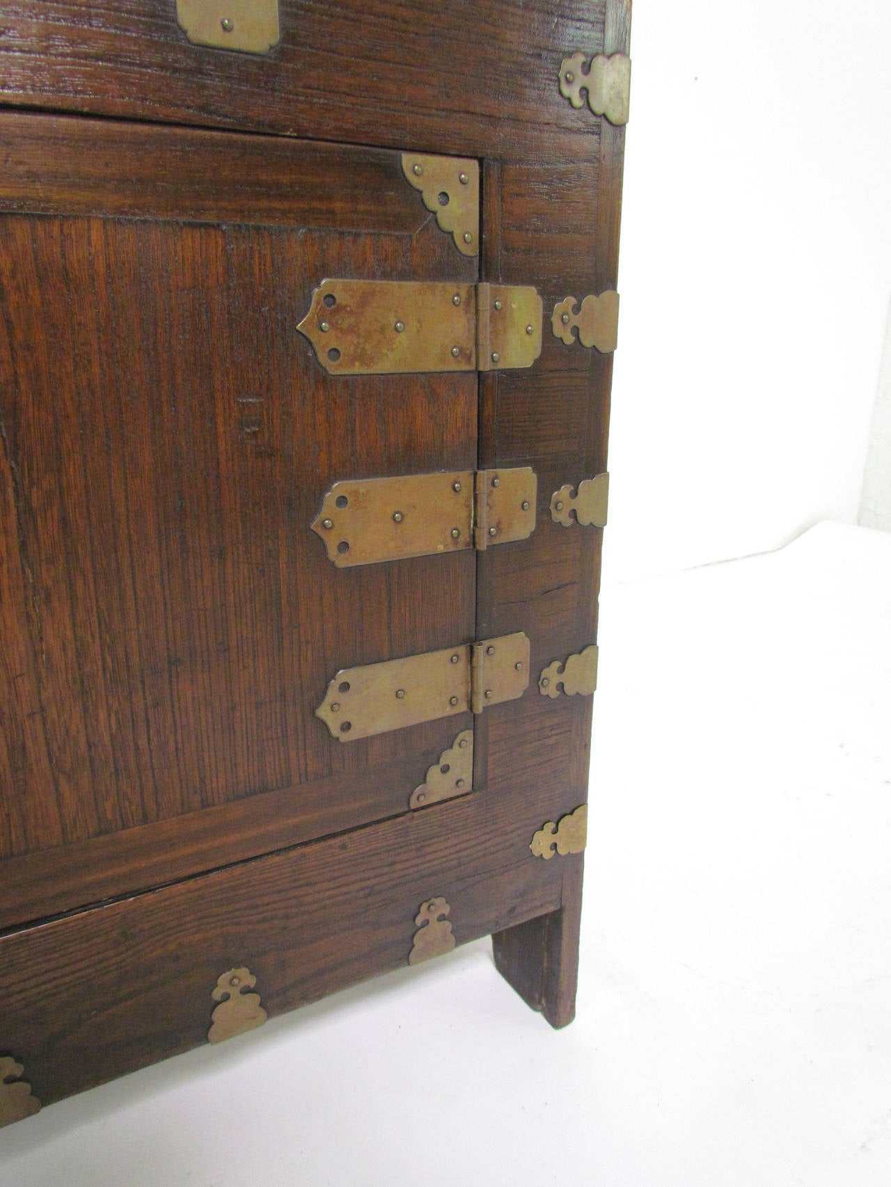 Antique Korean Cabinet Or Bandaji Blanket Chest Upper Section. Full resolution  pic, nominally Width 1280 Height 1706 pixels, pic with #624535.