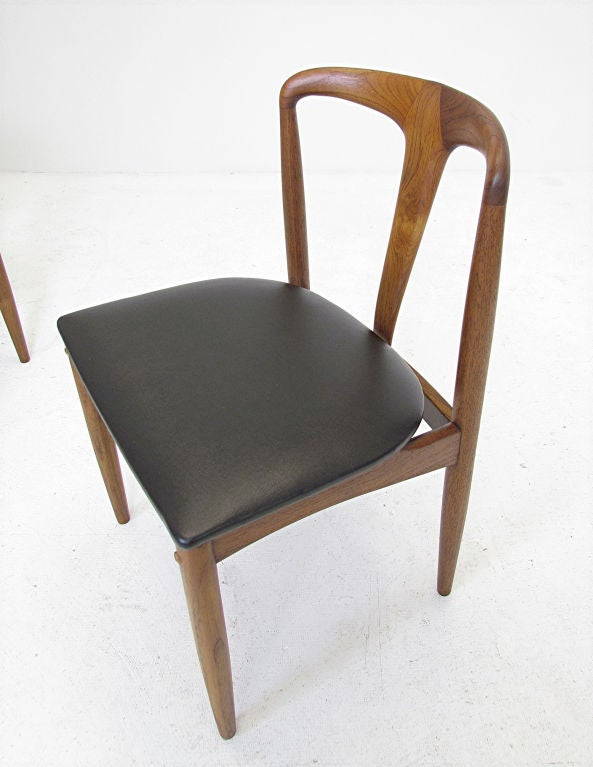 Set of six danish teak dining chairs by johannes andersen for Dscan dining room set