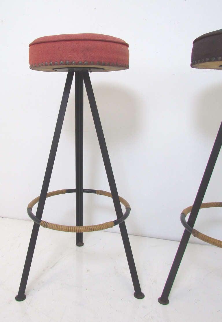 Pair of Tripod Bar Stools ca 1950s at 1stdibs : tripodbarstools2l from www.1stdibs.com size 768 x 1115 jpeg 46kB