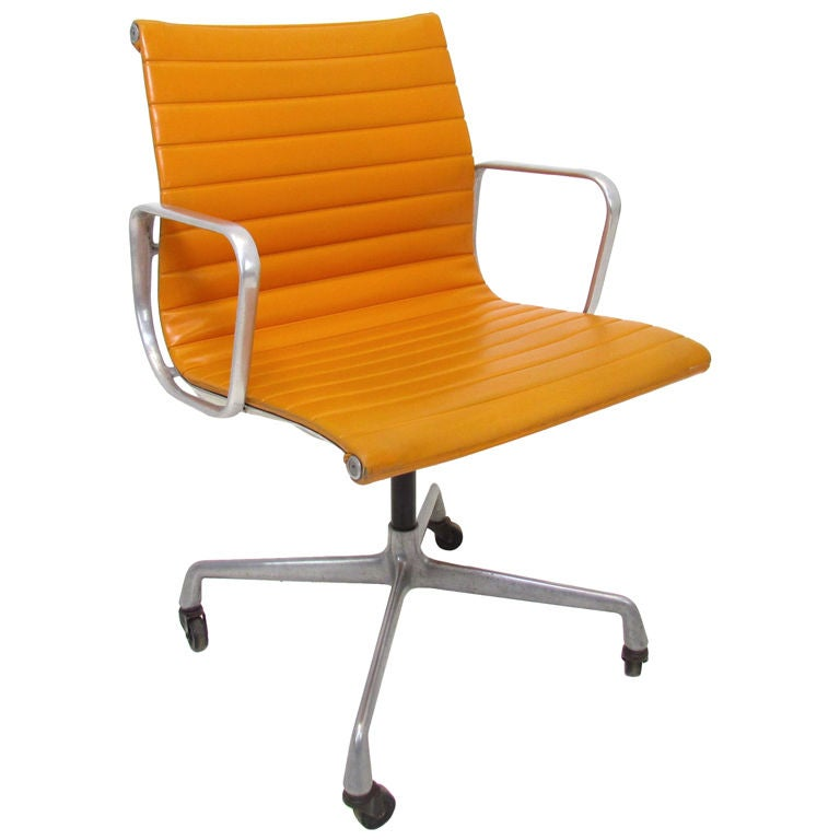 vintage aluminum group eames management chair for herman miller at