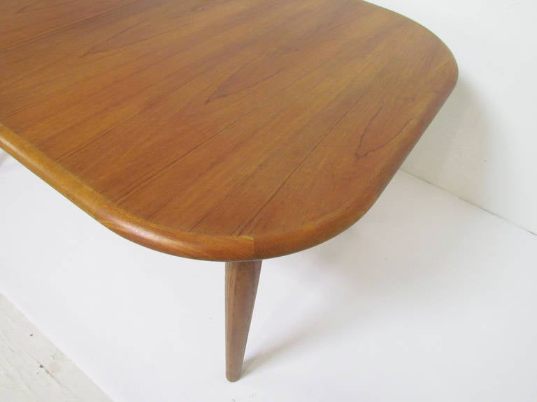 Danish Teak Oval Dining Table with Butterfly Extension  : butterflyleafovaltable7l from www.1stdibs.com size 768 x 576 jpeg 25kB
