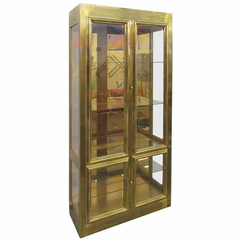 Hollywood Regency Lighted Display Cabinet Or Vitrine In Brass By Mastercraft  For Sale