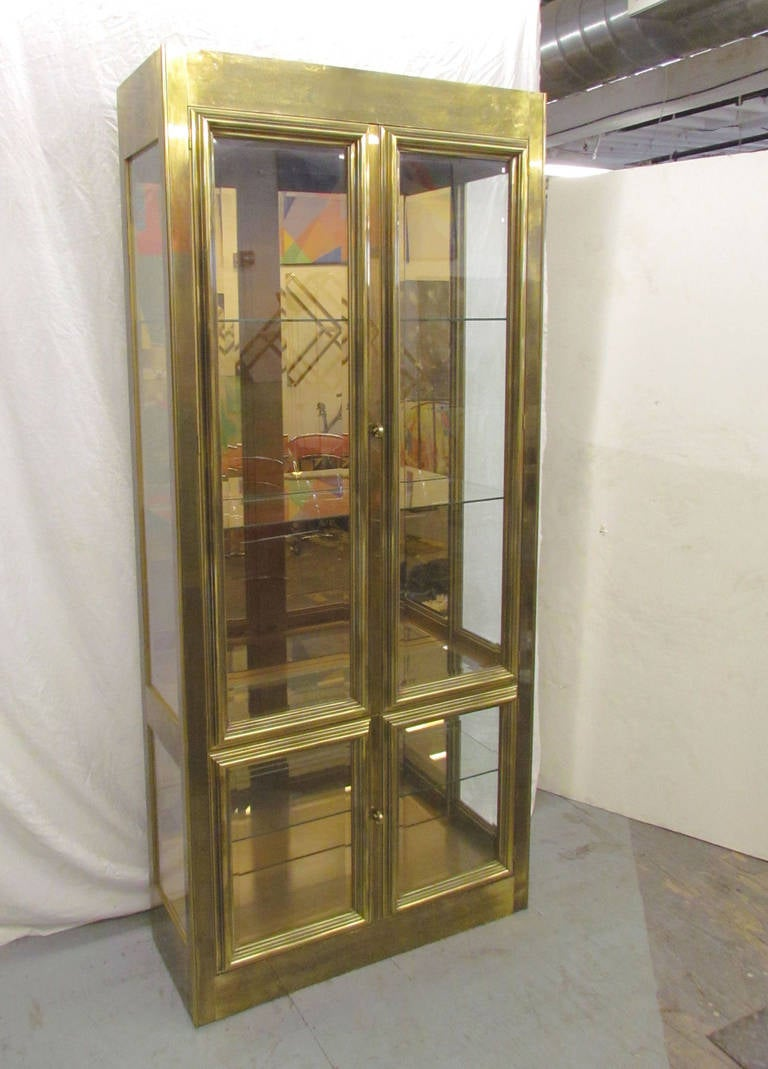 Hollywood regency lighted display cabinet or vitrine in for Sideboard vitrine
