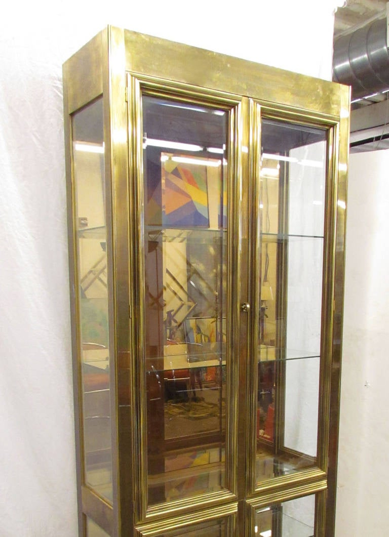 Hollywood Regency Lighted Display Cabinet or Vitrine in Brass by  Mastercraft 3 - Hollywood Regency Lighted Display Cabinet Or Vitrine In Brass By