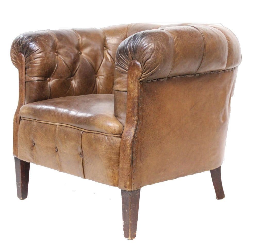 leather tufted tub chair at 1stdibs. Black Bedroom Furniture Sets. Home Design Ideas