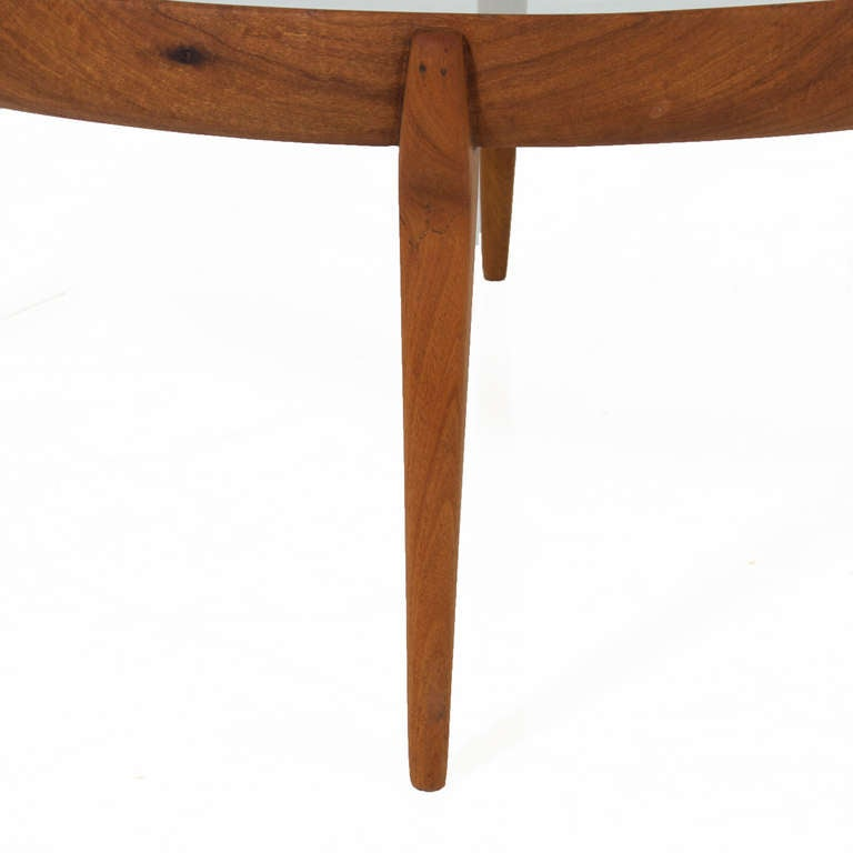Mid-20th Century Round Solid Sculptural Caviuna Wood Coffee Table by Giuseppe Scapinelli For Sale