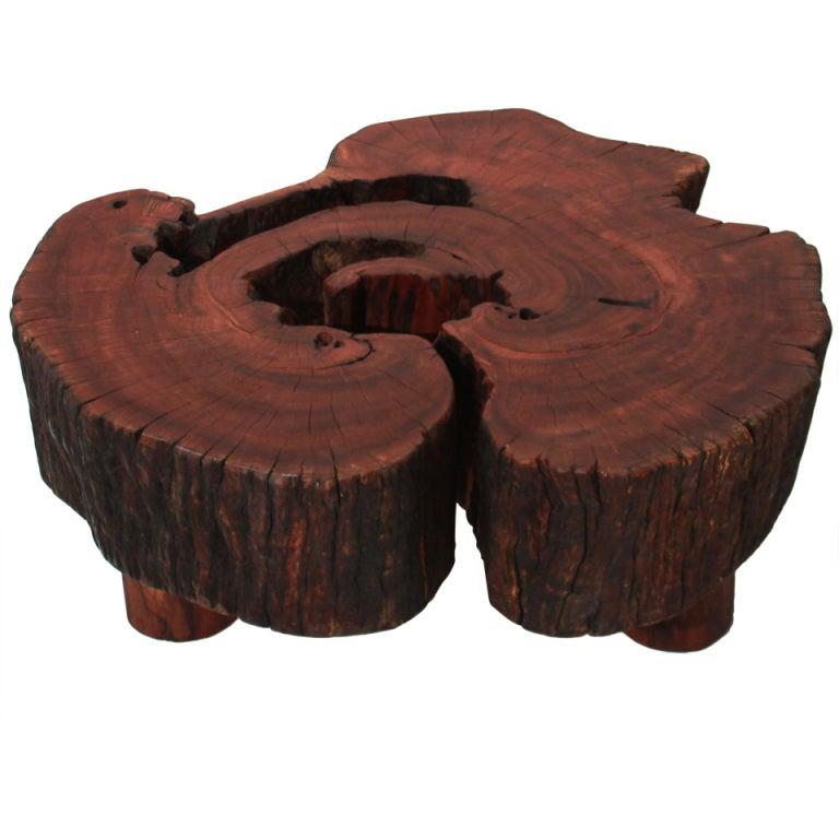 Angico Vermelho coffee table on three legs by Tunico T.