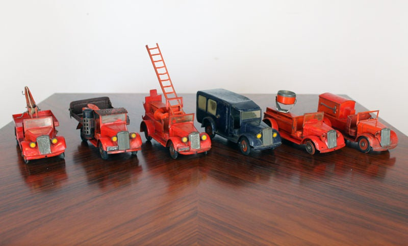 Large 1930's metal firehouse with fire engines and accessories 5
