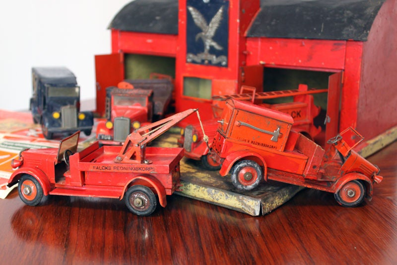 Large 1930's metal firehouse with fire engines and accessories 7