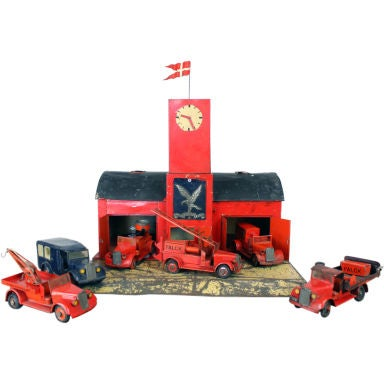 Large 1930's metal firehouse with fire engines and accessories