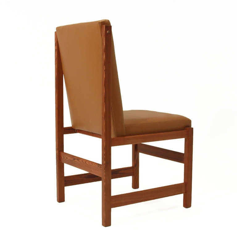Set of 10 pinho de riga and caramel leather dining chairs for Furniture riga