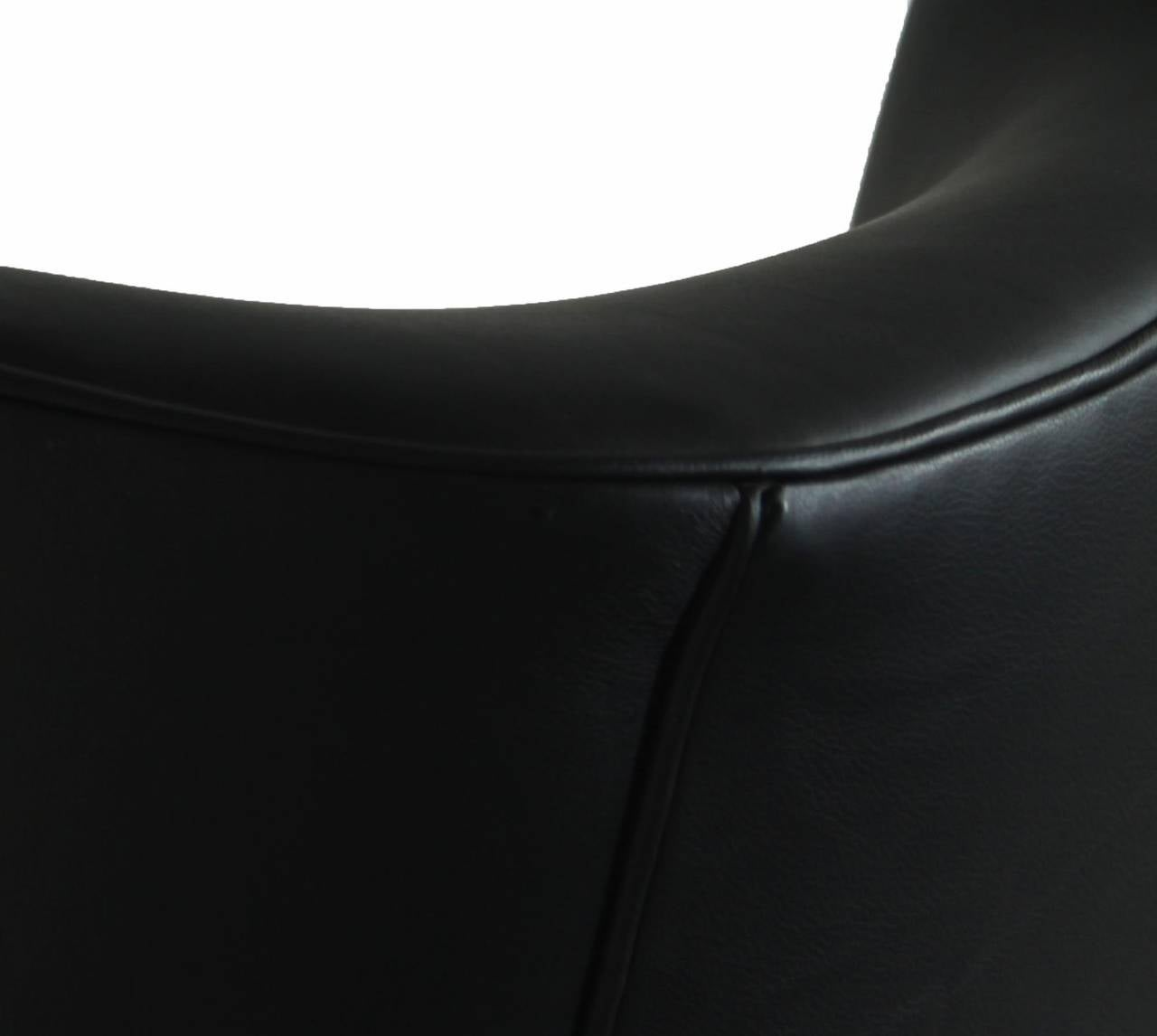 Black Leather Armchair Club Chair with Lathed Wood Legs by Joaquim Tenreiro For Sale 4