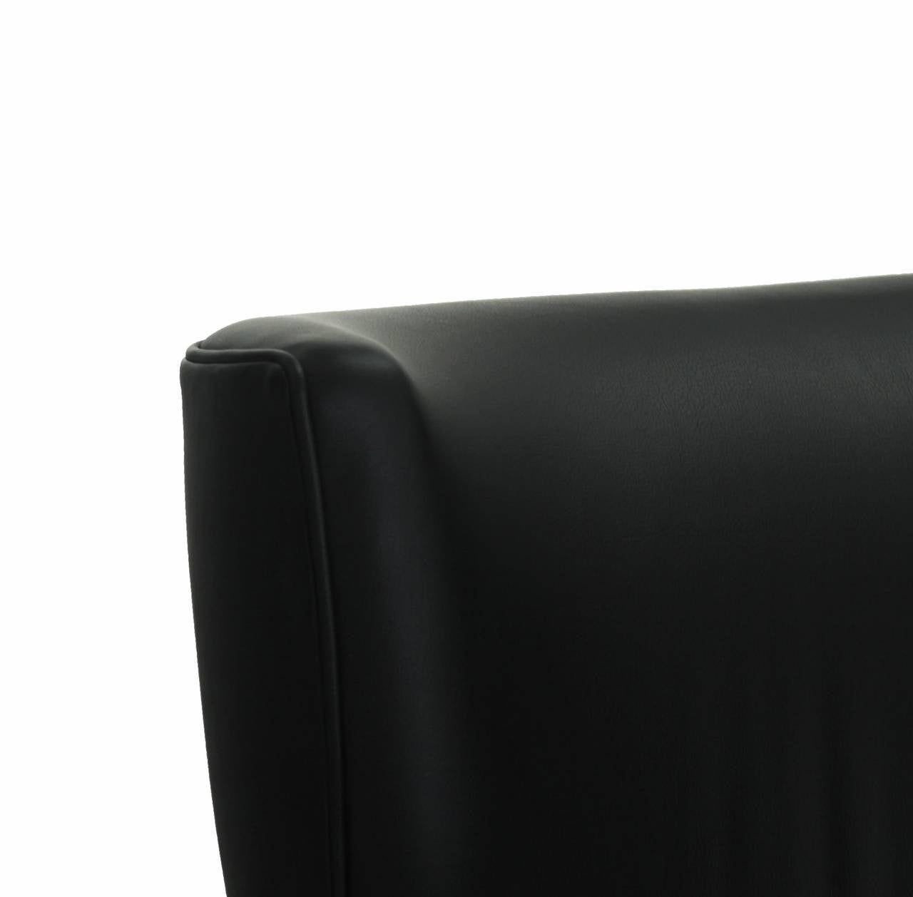 Black Leather Armchair Club Chair with Lathed Wood Legs by Joaquim Tenreiro For Sale 5