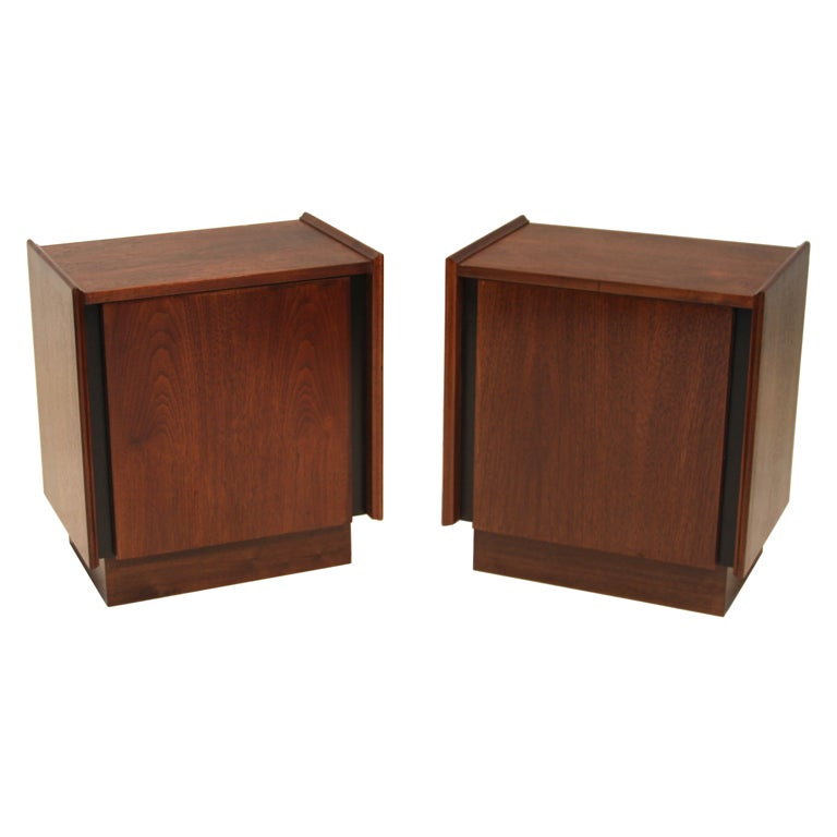 Pair of Vintage Dillingham Esprit Nightstands or Side Tables in Walnut