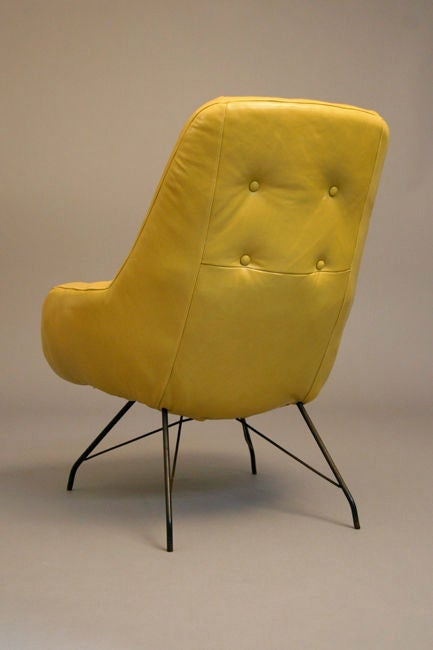 Brazilian Pair of tan leather lounge chairs by Martin Eisler For Sale