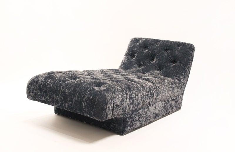Vintage blue velvet chaise lounge at 1stdibs for Blue velvet chaise lounge