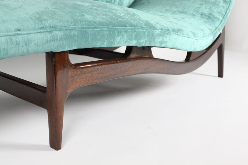Mahogany chaise longue in turquoise silk velvet at 1stdibs for Chaise longue bleu turquoise