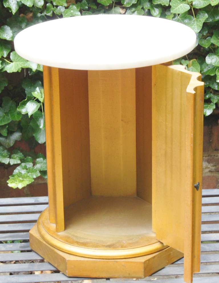 Column Side Table with Storage Compartment In Good Condition For Sale In Kilmarnock, VA