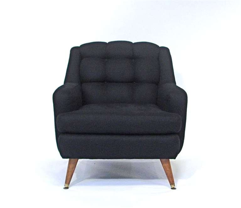Merveilleux A Pair Of Vintage Club Chairs With Tufted Cushions And Wood Legs. They Have  Been