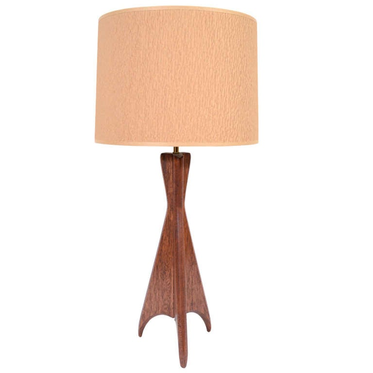 mid century wood tripod base table lamp at 1stdibs. Black Bedroom Furniture Sets. Home Design Ideas