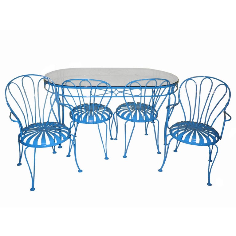 Mid century metal patio table and four chairs at 1stdibs for Metal patio table and 4 chairs