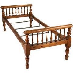Colonial Style Turned Wood Daybed