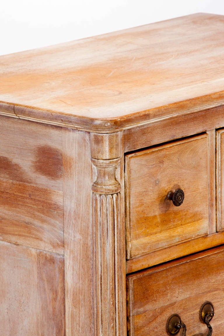 Queen Anne Style Chest of Drawers 8