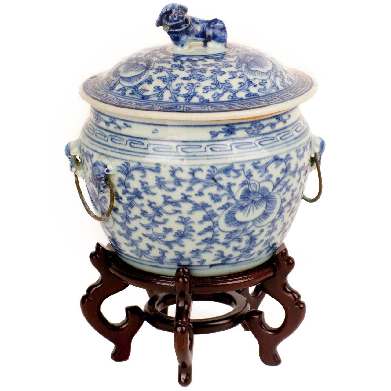 Qing Lidded Foo Dog Cache Pot