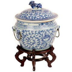 Qing Lidded Foo Dog Cache Pot