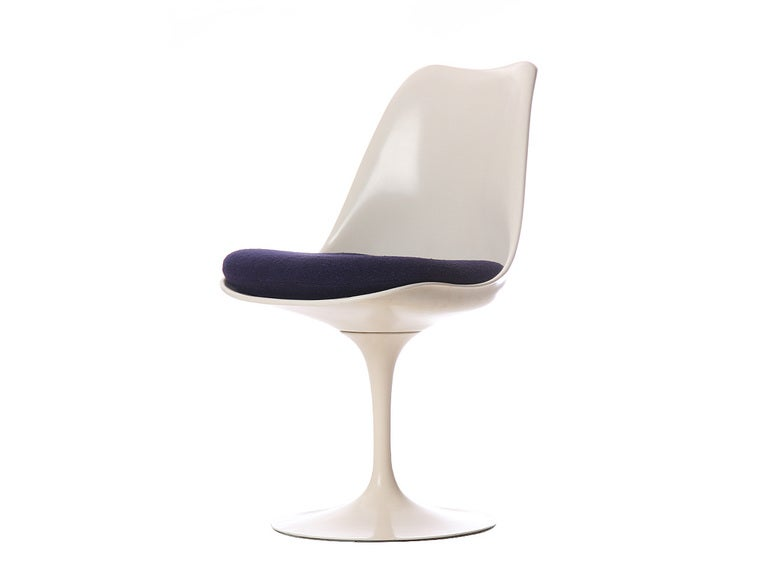 Mid-Century Modern Tulip Chair by Eero Saarinen For Sale
