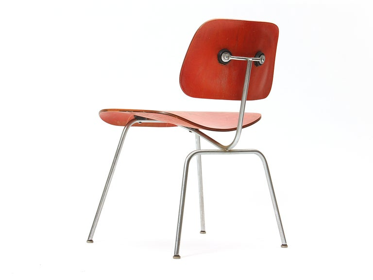Ash Aniline Red DCM by Eames In Good Condition For Sale In Sagaponack, NY