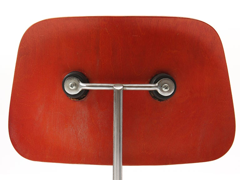 Ash Aniline Red DCM by Eames For Sale 1