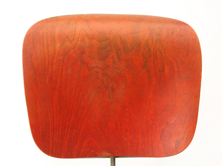 Ash Aniline Red DCM by Eames For Sale 2