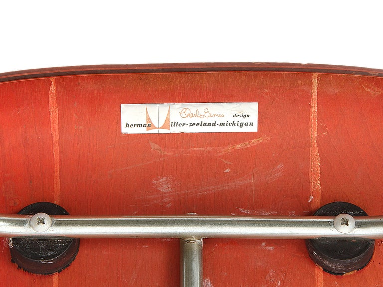 Ash Aniline Red DCM by Eames For Sale 3