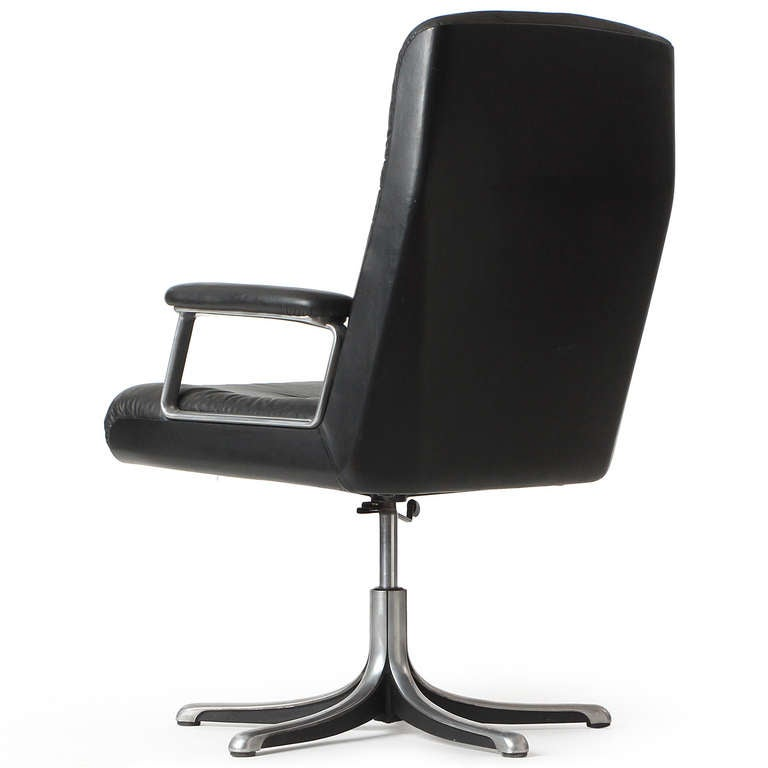 Mid Century Modern Executive Chair By Osvaldo Borsani For