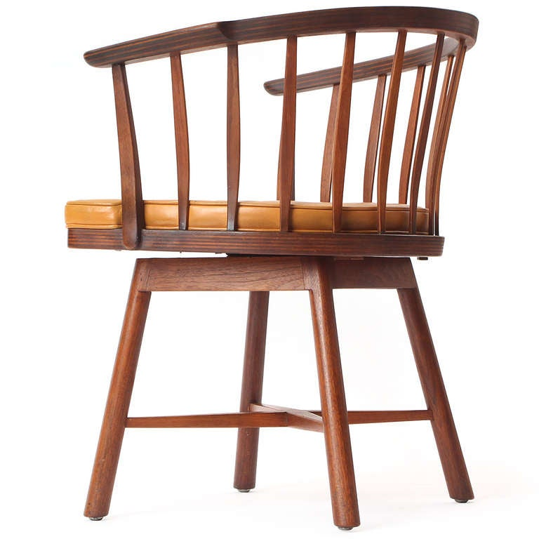 Swiveling Barrel Back Chairs by Edward Wormley In Good Condition For Sale In New York, NY