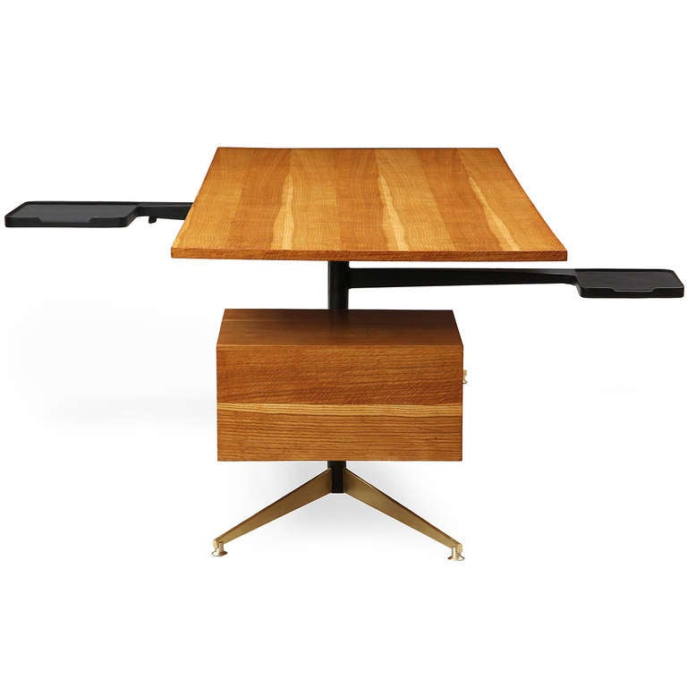 Tiger Oak Desk by Gio Ponti In Excellent Condition For Sale In New York, NY
