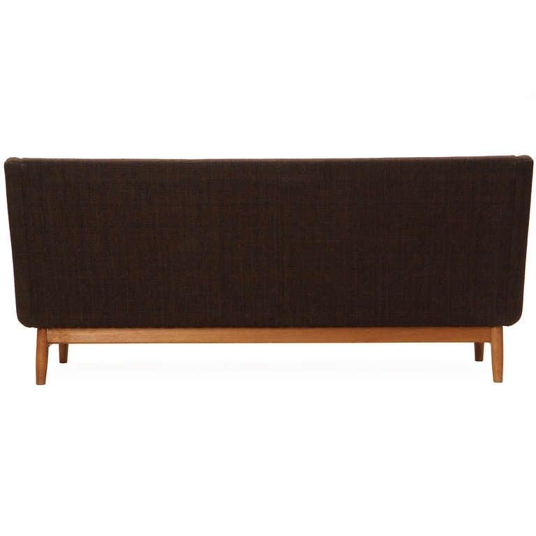 Skulpturales Sofa von Finn Juhl 5