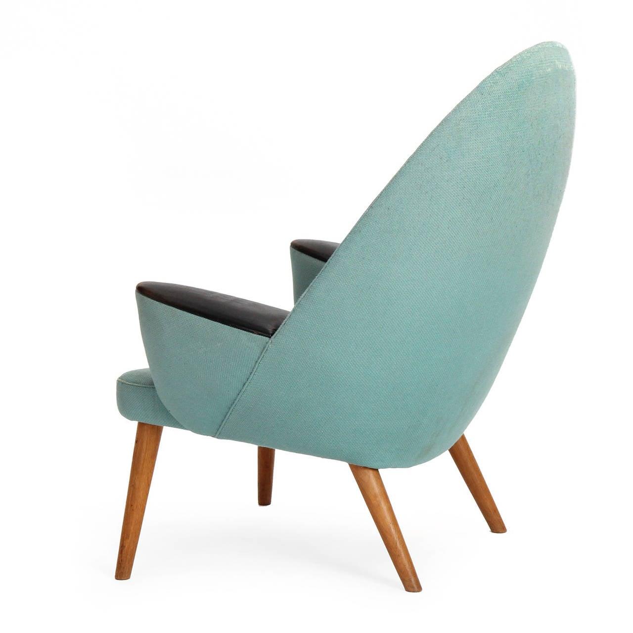 Upholstered peacock chair by hans j wegner for sale at for Hans wegner queen chair