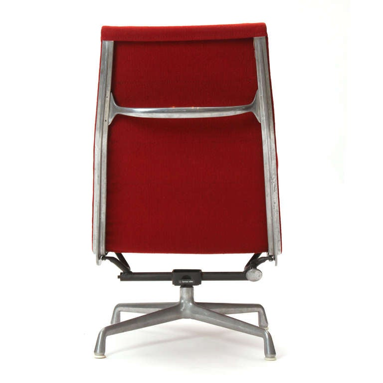 Soft Pad Lounge Chair by Eames In Good Condition For Sale In New York, NY