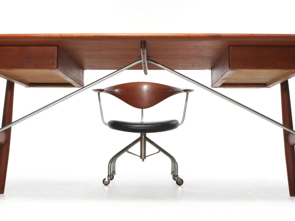 The architect 39 s desk by hans wegner at 1stdibs for Architecte desl definition