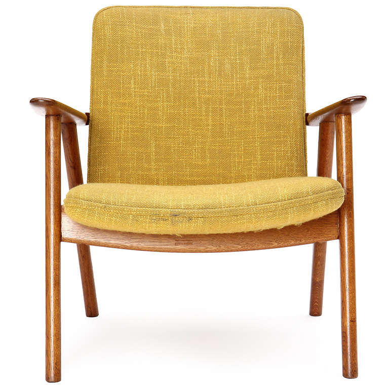Oak Reading Chair by Hans J. Wegner In Good Condition For Sale In New York, NY