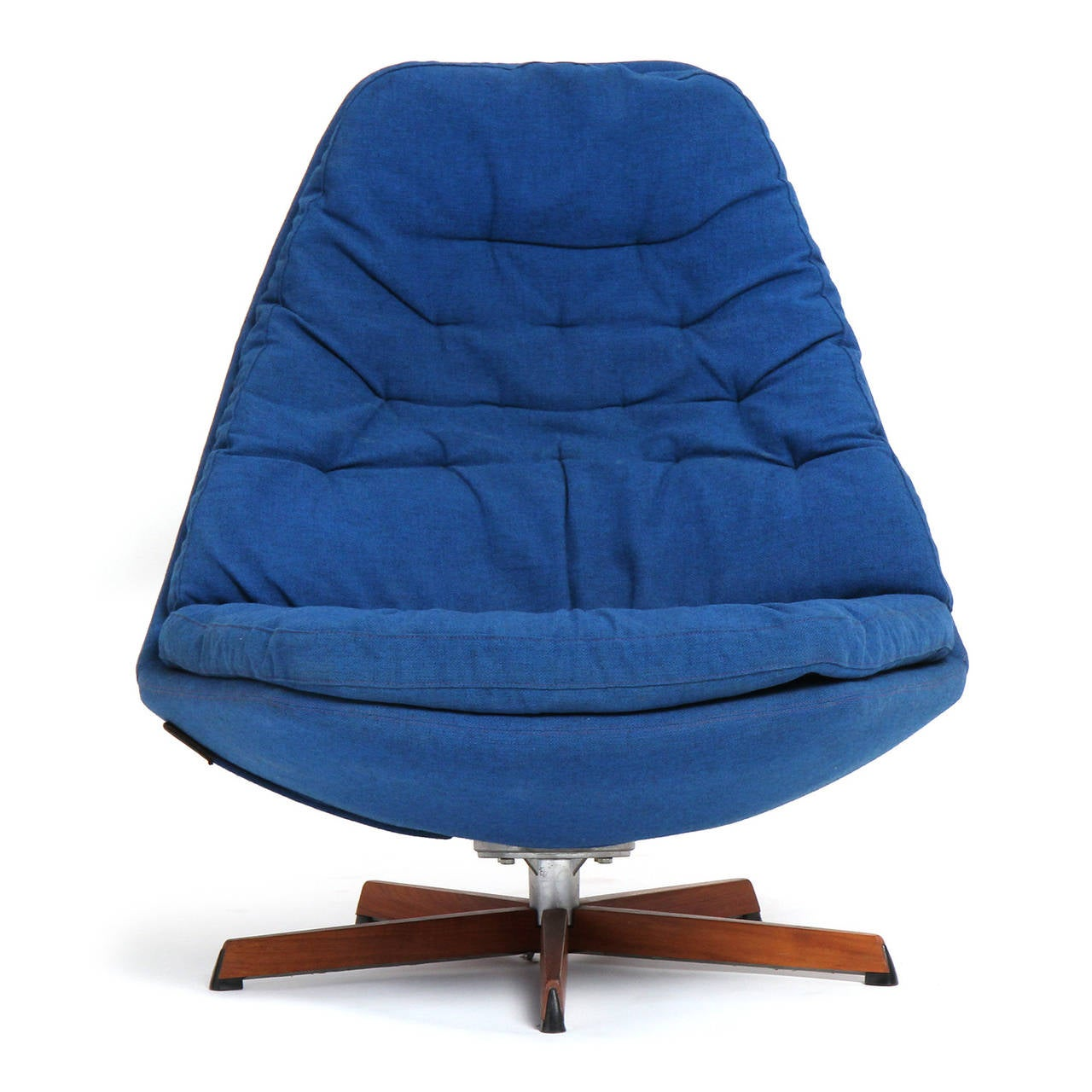 Mid-20th Century Swivelling Lounge Chair by Henry Klein For Sale