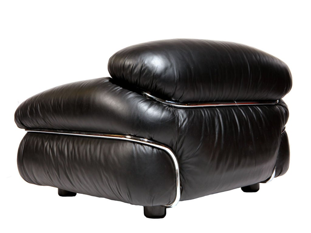 Italian Pair of Black Leather Lounge Chair by Gianfranco Frattini For Sale
