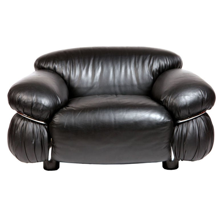 Pair of Black Leather Lounge Chair by Gianfranco Frattini For Sale